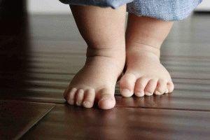 Внимание к стопам с младенчества