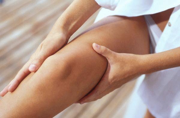 немеет кожа на ноге выше колена