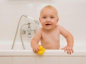 Увлечение малыша водными процедурами