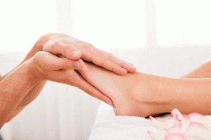 Поглаживание ног