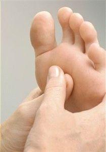 Осмотр пальцев на ногах