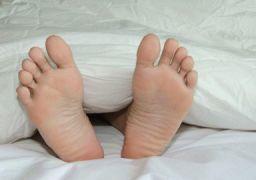 Почему болят стопы ног после сна