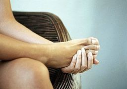 Почему болят ступни ног по утрам при наступании
