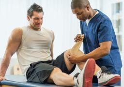 Почему болят колени после тренировки
