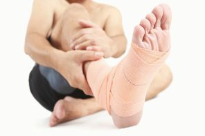 Почему болит сухожилие над пяткой