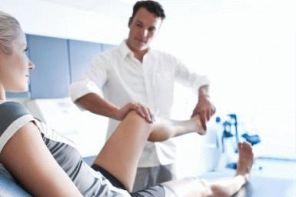 К какому врачу идти, если опухло колено