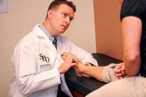 Какой врач лечит пяточную шпору