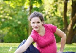 Почему болят колени при беременности