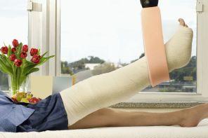 Почему после снятия гипса нога опухшая