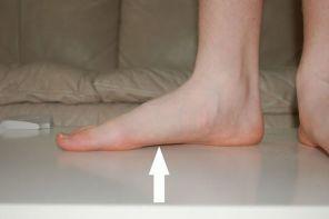 Почему болит подушечка стопы