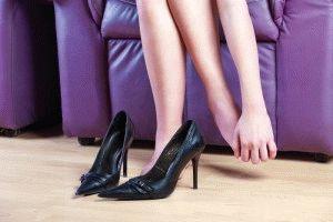 Узкие туфли несут вред ногам