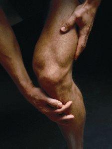 Отекло и болит колено